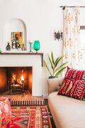 Amazing bohemian style living room decor ideas (33)