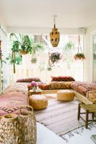 Amazing bohemian style living room decor ideas (44)