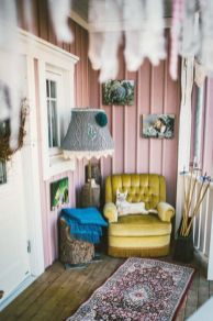 Cozy vintage chair design ideas you can add for your home (24)