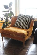 Cozy vintage chair design ideas you can add for your home (37)