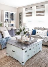 Gorgeous coastal living room decor ideas (29)