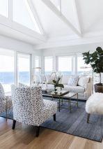Gorgeous coastal living room decor ideas (41)