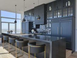 Stylish luxury black kitchen design ideas (38)