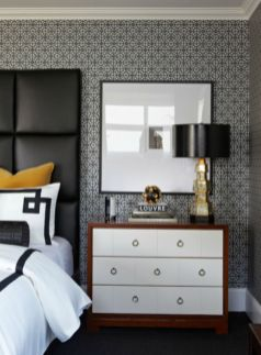 Totally inspiring black and white geometric wallpaper ideas for bedroom (25)