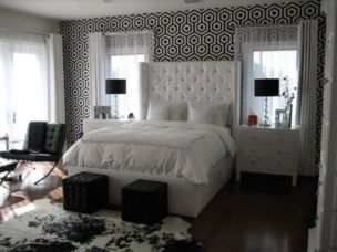 Totally inspiring black and white geometric wallpaper ideas for bedroom (32)