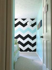 Totally inspiring black and white geometric wallpaper ideas for bedroom (8)