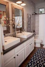 Beautiful urban farmhouse master bathroom remodel ideas (22)
