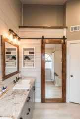 Beautiful urban farmhouse master bathroom remodel ideas (29)