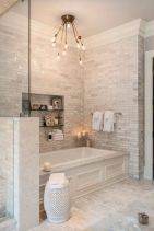 Beautiful urban farmhouse master bathroom remodel ideas (30)