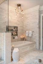 Beautiful urban farmhouse master bathroom remodel ideas (30)