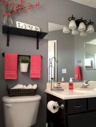 Beautiful urban farmhouse master bathroom remodel ideas (36)