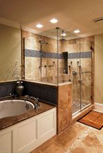 Beautiful urban farmhouse master bathroom remodel ideas (4)