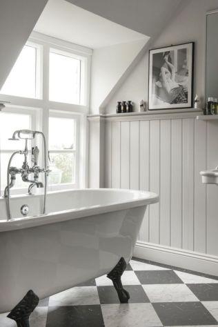 Beautiful urban farmhouse master bathroom remodel ideas (45)