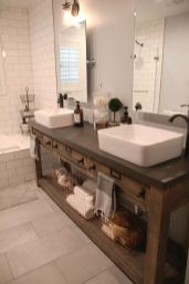 Gorgeous farmhouse master bathroom decorating ideas (31)