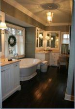Gorgeous farmhouse master bathroom decorating ideas (32)