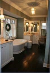 Gorgeous farmhouse master bathroom decorating ideas (32)