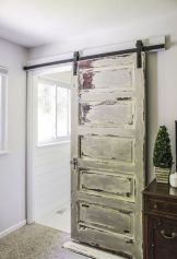 Gorgeous farmhouse master bathroom decorating ideas (37)