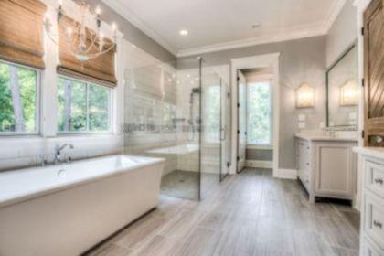 Gorgeous farmhouse master bathroom decorating ideas (8)