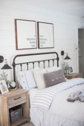 Rustic farmhouse bedroom decorating ideas (17)