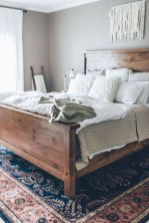 Rustic farmhouse bedroom decorating ideas (18)