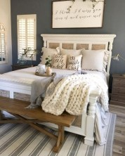 Rustic farmhouse bedroom decorating ideas (19)