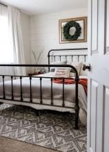 Rustic farmhouse bedroom decorating ideas (23)