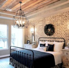 Rustic farmhouse bedroom decorating ideas (36)