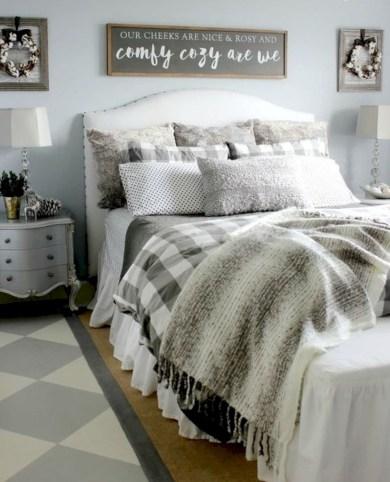 Rustic farmhouse bedroom decorating ideas (38)