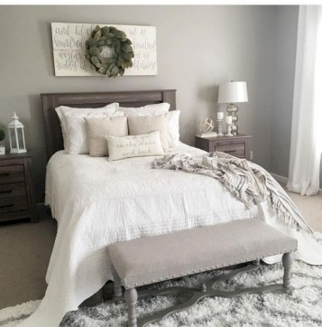 Rustic farmhouse bedroom decorating ideas (40)
