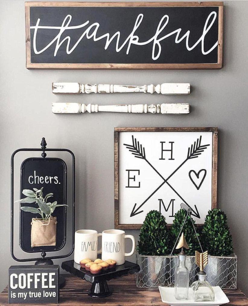 Simply and cozy farmhouse wall decor ideas (25)