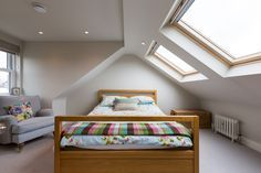 Astounding bedrooms with skylights that everyone will adore 15