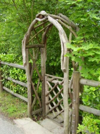 Amazing rustic garden decor ideas 40