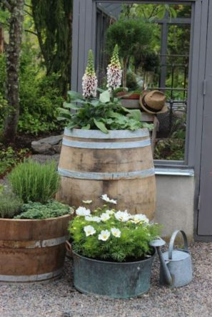 Amazing rustic garden decor ideas 45