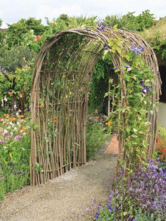 Amazing rustic garden decor ideas 46