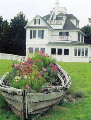 Brilliant garden junk repurposed ideas to create artistic landscaping 07