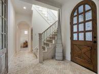 Classic and elegant european farmhouse decor ideas 07