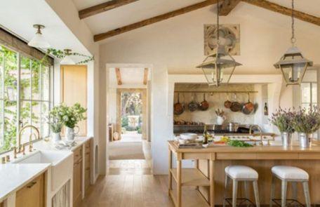 Classic and elegant european farmhouse decor ideas 43