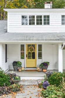 Most stylish farmhouse front door design ideas 37