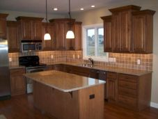 Amazing oak cabinet kitchen makeover ideas 23
