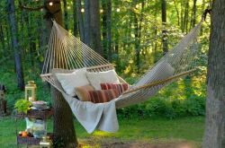 Comfy backyard hammock decor ideas 33