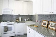 Easy grey and white kitchen backsplash ideas 04