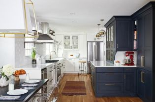 Elegant kitchen ideas with white cabinets 10