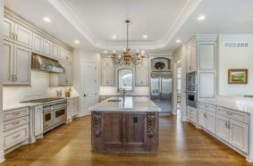 Elegant kitchen ideas with white cabinets 14