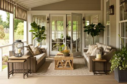 Amazing farmhouse porch decorating ideas 04