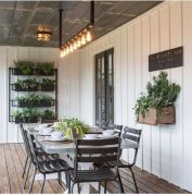 Amazing farmhouse porch decorating ideas 21