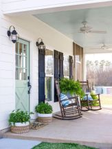 Amazing farmhouse porch decorating ideas 34
