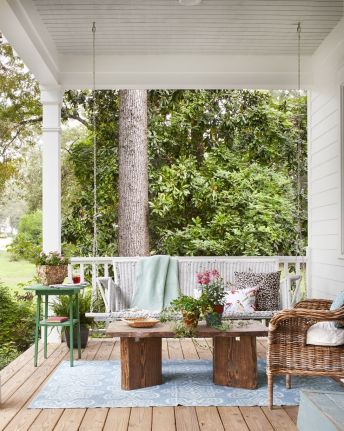 Amazing farmhouse porch decorating ideas 42