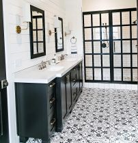 Awesome farmhouse shower tiles ideas 31