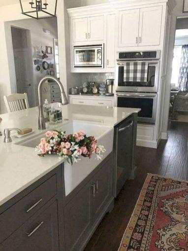 Brilliant rustic farmhouse kitchen cabinets remodel ideas 46