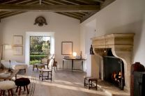 Chic home mediterranean interiors design ideas 04